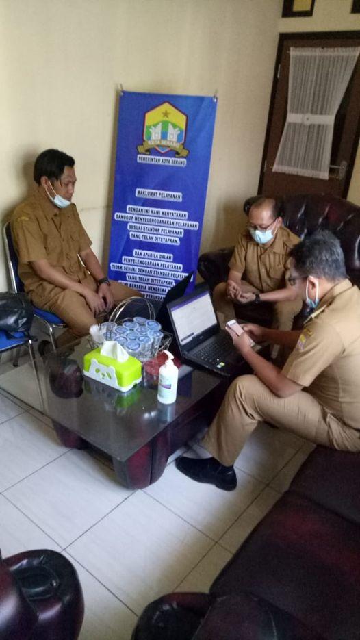 Penyerahan Maklumat Pelayanan dari Sekretariat Daerah Kota Serang