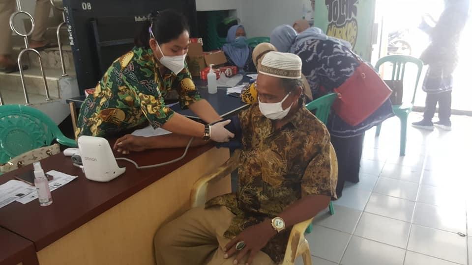Kelurahan Cipare mengadakan Kegiatan Vaksinasi Covid-19 Lansia
