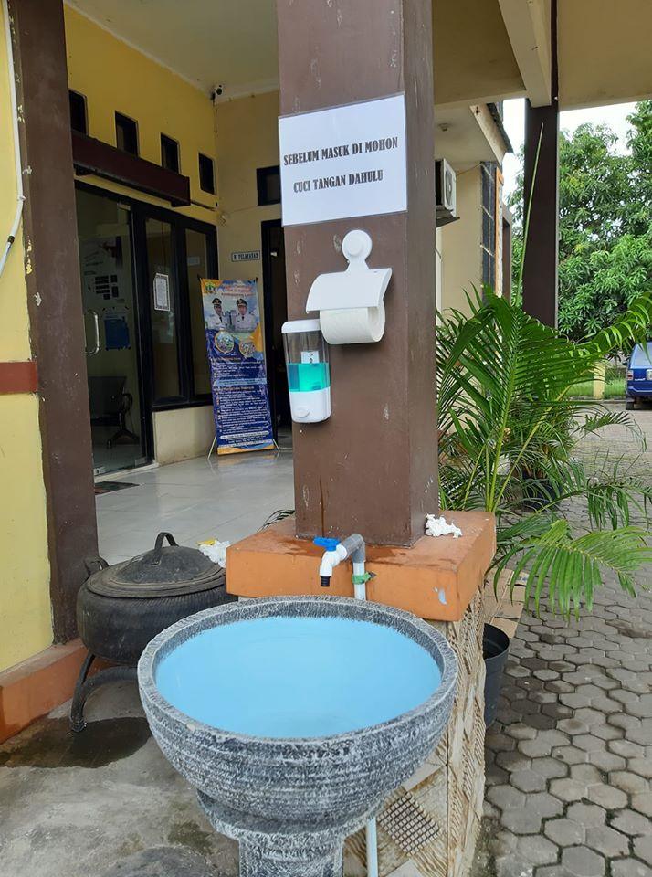 PERHATIAN Cuci Tangan Sebelum ber-Administrasi