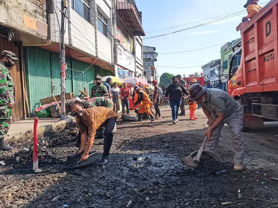 Kegiatan Jumat Bersih MUSPIKA di Jalur Pasar Lama