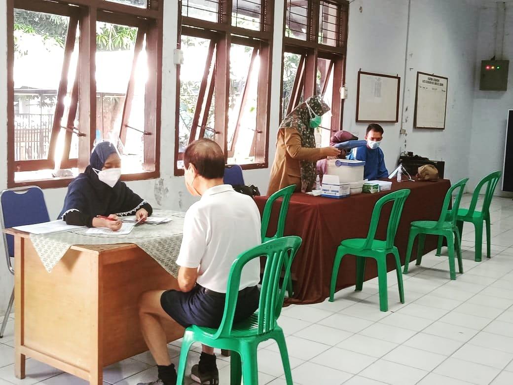 Vaksinasi Covid-19 untuk Lansia di Kelurahan Kota Baru